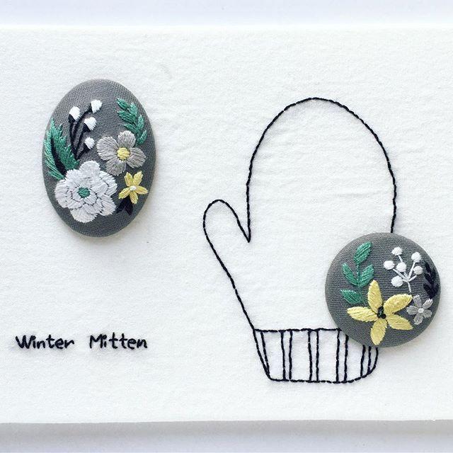 『annasの草花と動物のかわいい刺繍』河出書房新社 冬のブローチです。 私の好きな組み合わせ、グレーと黄色。 下のミトンのバックステッチも楽しかったです コートにも似合うと思います ぜひ作ってみてください。 ・ ・ #刺繍 #刺繍ブローチ #ハンドメイドブローチ #ブローチ #ブローチ部 #冬 #ミトン  #winter #mitten #手刺繍  #embroidery #embroidered #needlework #手芸 #ステッチ #stitching #刺しゅう #ハンドメイド #자수 #вышивка #broderie #ししゅう #日々 #手作り #手芸 #ハンドメイド  #刺繡 #手芸部  #sewing