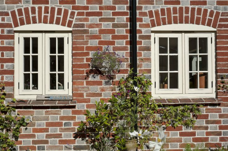 Traditional flush casements are swung on butt hinges and paired with a traditional casement fastener and peg stay. The sight lines are reduced on this type of window making it ideally suited to period properties.