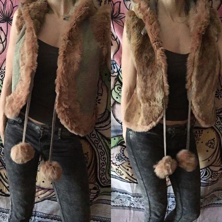 Un favorito personal de mi tienda Etsy https://www.etsy.com/es/listing/262260340/chaleco-hippie-con-bordados-a-mano-piel