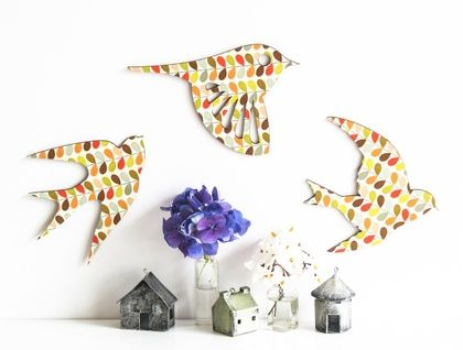 Flock of 3 birds on board covered with the iconic Orla Kiely signature Multi Stem printed paper. Mid century modern inspired but reinvented with a twist which will bring a touch of retro designer chic to any room in your home.   Made using official licensed Orla Kiely paper.