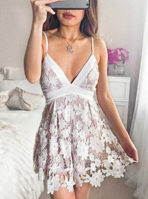 A-Line Spaghetti Straps Short Lace Homecoming Dresses