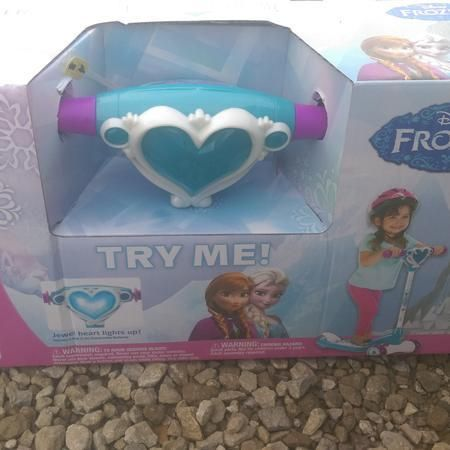 BRAND new frozen Huffy scooter 3t