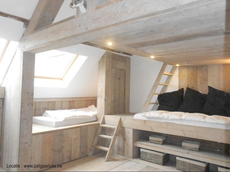 Slaapzolder voor 8 kids volledig in steigerhout met beddenbakken en uitschuifbedden