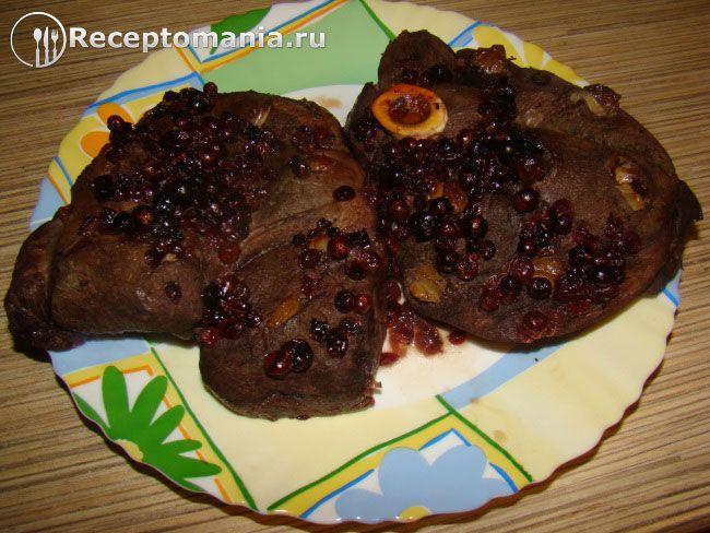 Оленина в брусничном соусе Оленина занимает одно из первых мест среди мясных продуктов по своим вкусовым и питательным качествам. Предлагаю приготовить ол