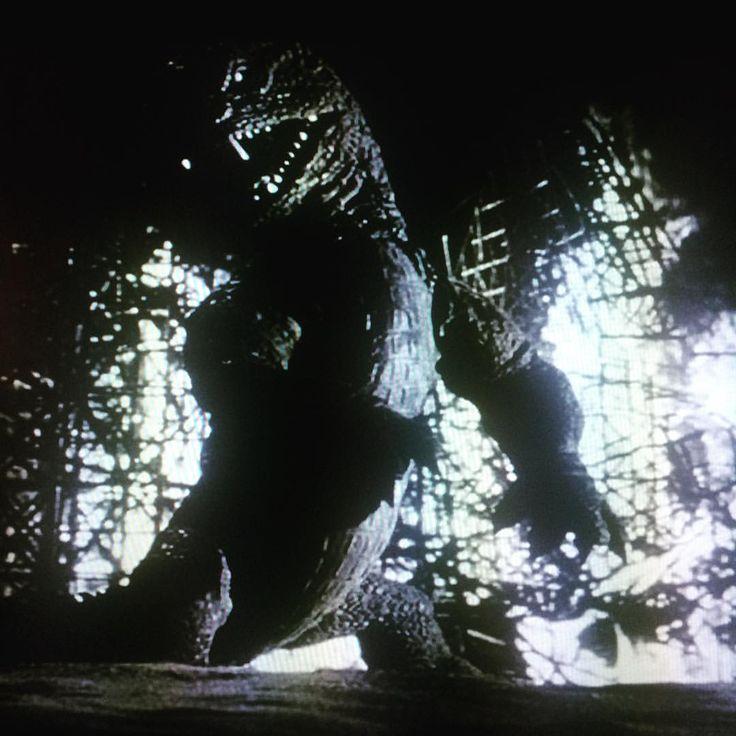クラシック!ゴジラの元ネタ、リドサウルス。原作、霧笛だったのね…。「原子怪獣現わる」ユージーン・ルーリー/1953 #原子怪獣現わる #ユージーンルーリー #レイハリーハウゼン #レイブラッドベリ # - tapes201