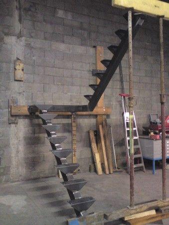 25 melhores ideias de escadas metalicas no pinterest escadas de metal escada de acesso e. Black Bedroom Furniture Sets. Home Design Ideas
