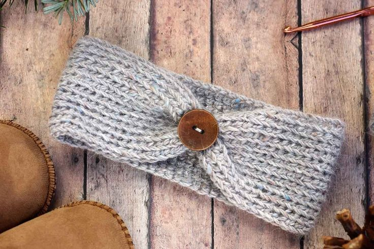 Free crochet headband pattern! Sizes include, newborn, 3-6 months (baby), 6-12 months, toddler/preschooler, child, and teen/adult. Very quick DIY gift idea for a baby shower, Christmas or winter birthday. Click for free pattern.   MakeAndDoCrew.com