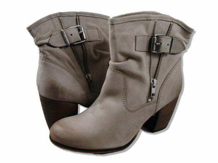 Steve Madden Traderr Beige boots