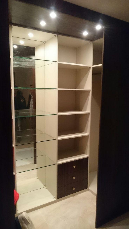kleine, maar superluxe inloopkast; tevens te bewonderen in de showroom van Kastenstudio Maatmeubel, Alexandrium Woonmall Rotterdam
