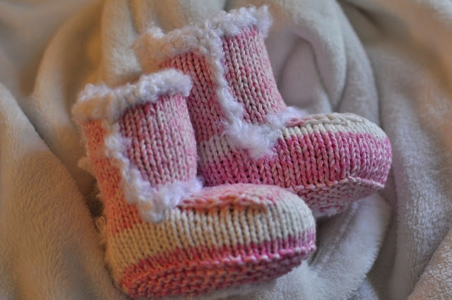 Newborn Knit Uggs: Free Pattern...so adorable! they keep deleting pages with the pattern, so try this new ravelry pattern