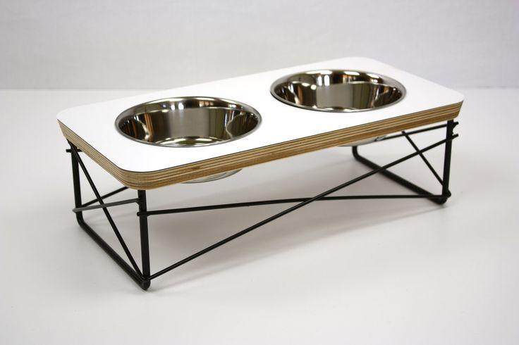 Moderne Pet Feeder - Hund, Schüssel oder Cat Schale erhöhten Zubringer Mitte Jahrhundert Modern Design Eames inspiriert in weißer Farbe von modernmews auf Etsy https://www.etsy.com/de/listing/108560318/moderne-pet-feeder-hund-schussel-oder