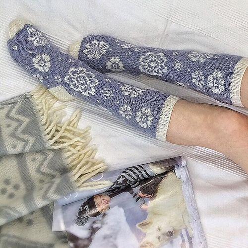 Ravelry: vikkyzm's Blossom socks