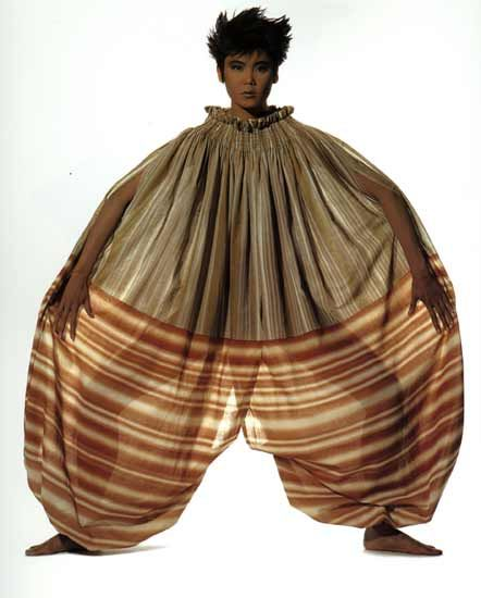 Vêtement plissé, 1978, oeuvre d'Issey MIYAKE