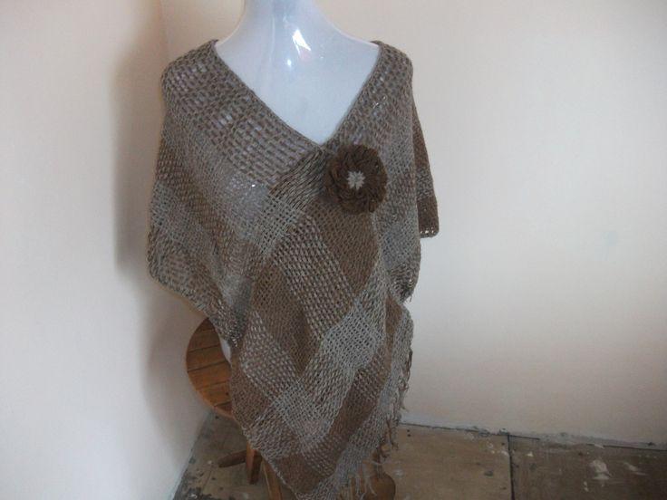 Poncho ruana tejido en lana de alpaca.