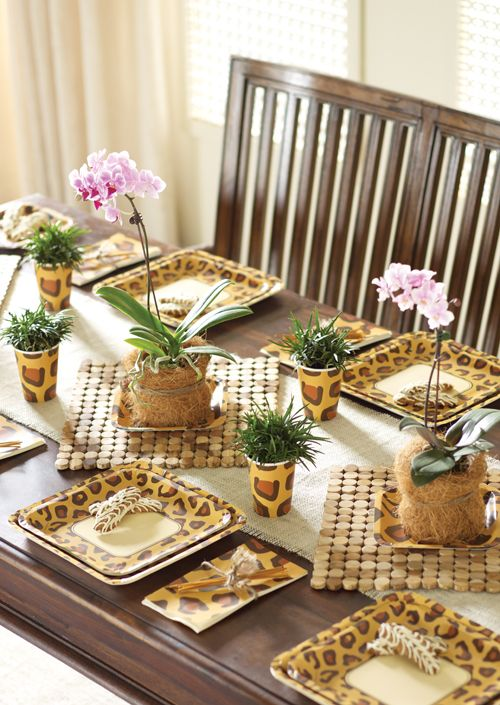 Animal Party Supplies feature an array of trendy and stylish leopard, zebra, giraffe and peacock prints on several tableware items.