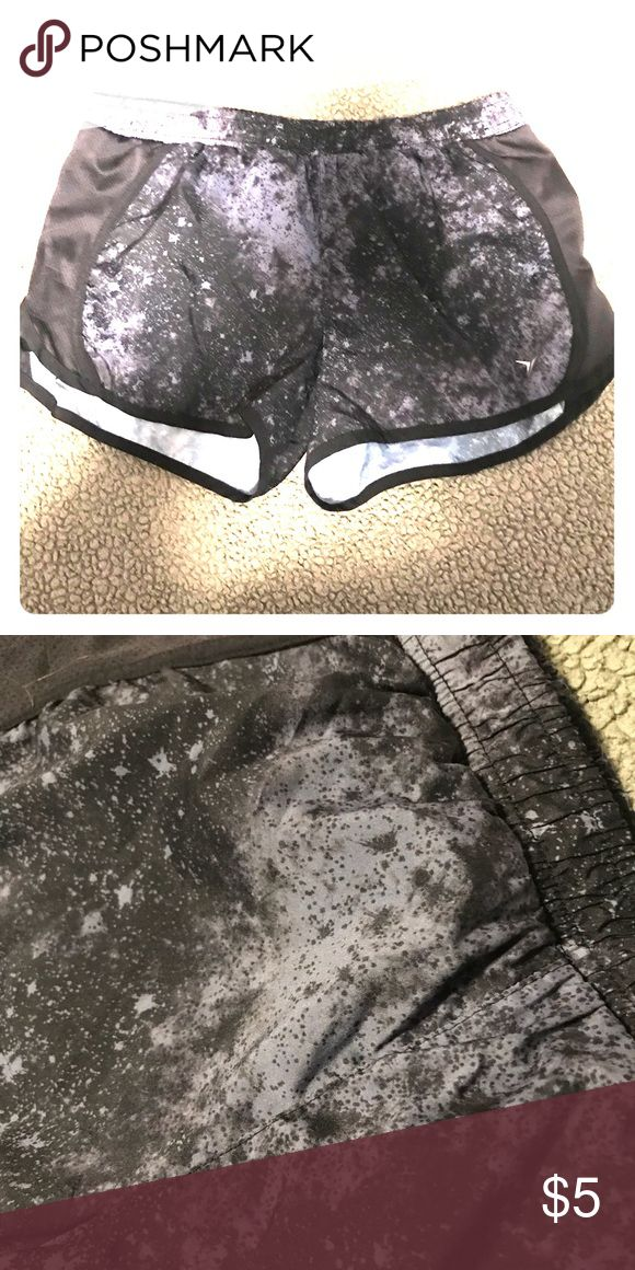 Old Navy black/gray athletic shorts Barely worn old navy black + gray athletic shorts Old Navy Shorts