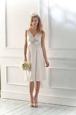Langes Brautkleid für Schwangere