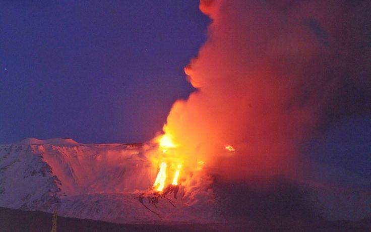 eruzione dell'Etna, novembre 2013...lava tra la neve...spettacolo!!!