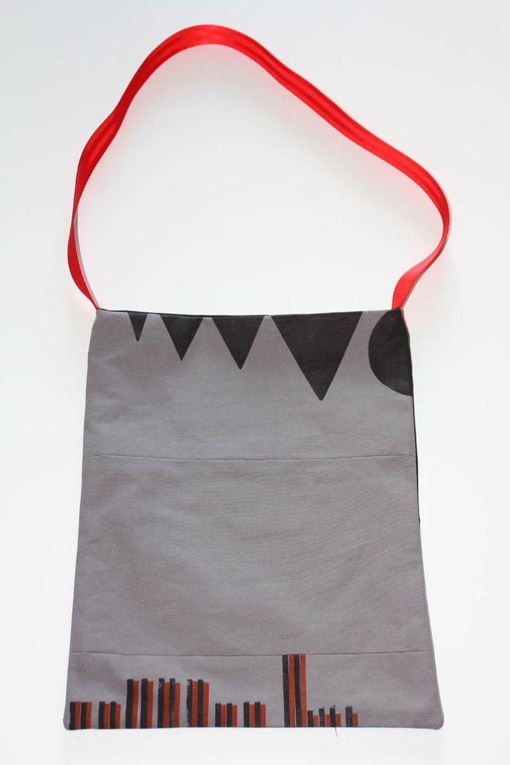 tote bag typo impression triangles et cercle : Sacs bandoulière par ampersand-press-lab-ig