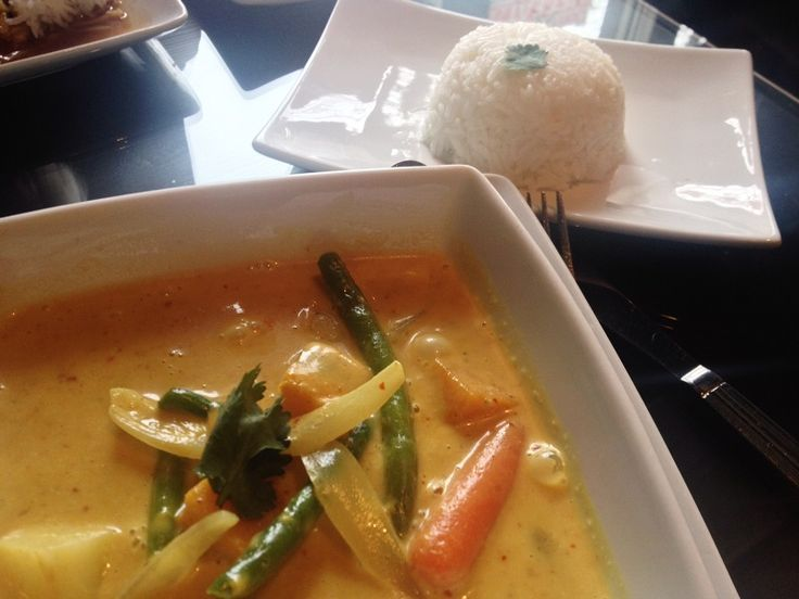 Yellow curry, Green Lotus Thai Lao Cuisine, 55 St. Paul Street, Downtown St. Catharines http://www.greenlotusthai.com/ (Jan/15)