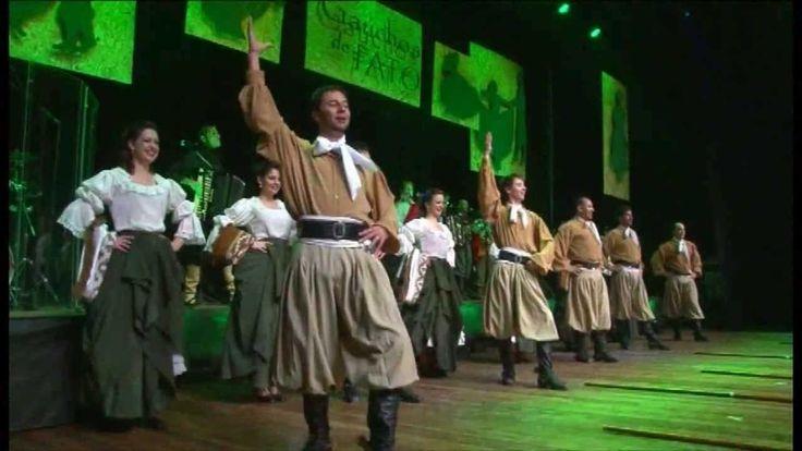 Grupo Rodeio 05 - Chula =  (DVD Gaúchos de Fato - Os Gaudérios e Grupo Rodeio) Linda apresentação da Chula, uma das maiores marcas da cultura gaúcha, faixa pertencente ao DVD Gaúchos de Fato, gravado em Agosto de 2012 em Caxias do Sul no UCS Teatro.