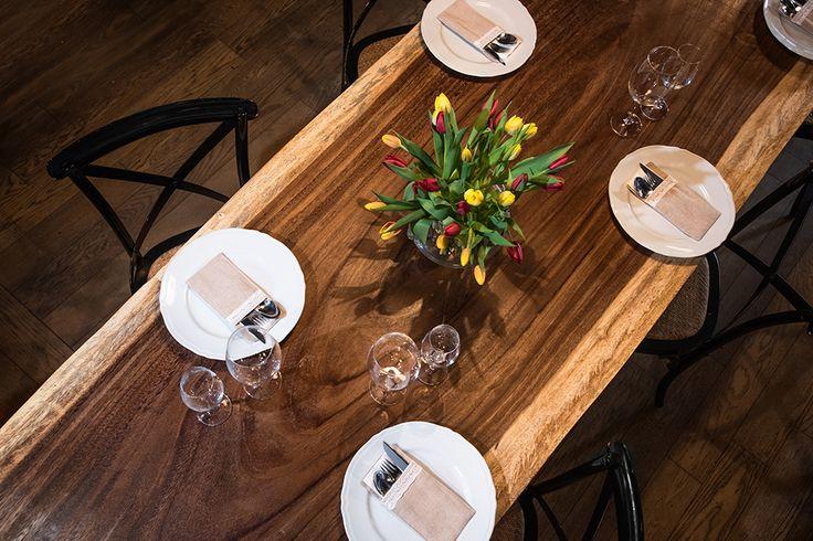 wood pattern on Parota wood slab table by OSTROLUCKY