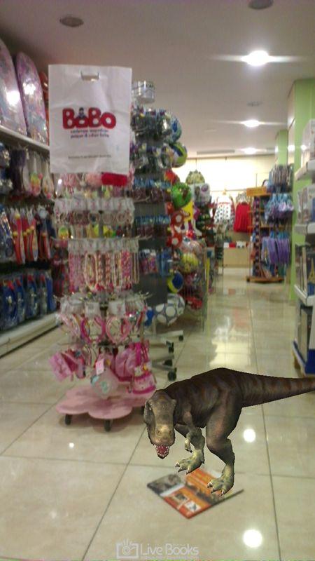 Ο Ντίνος ζωντανεύει στα καταστήματα Bobo στην Θεσσαλονίκη