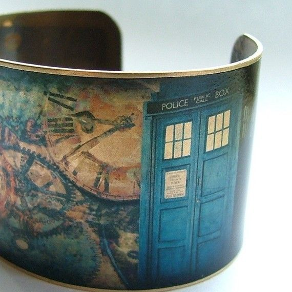 Doctor Who cuff. I want.