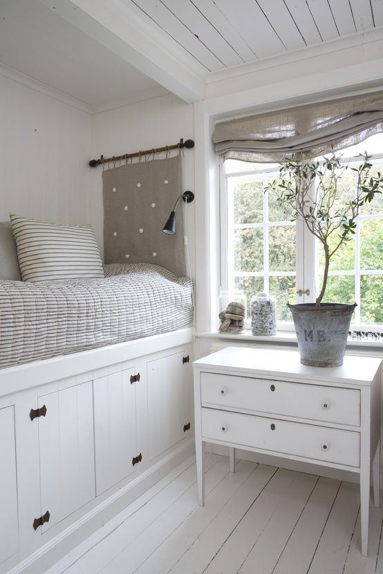 Best 25+ Built in bed ideas on Pinterest | Built in daybed ...