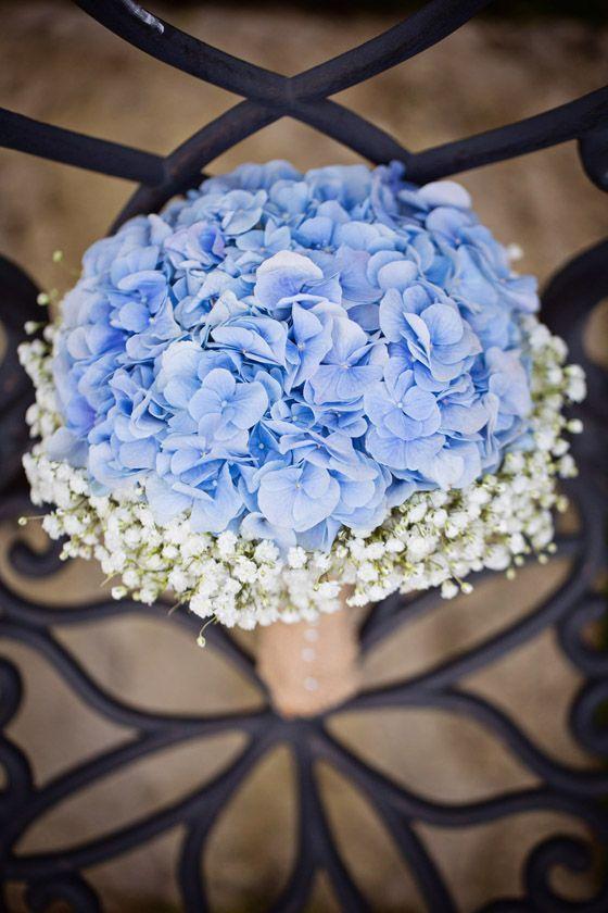 Petit bouquet de fleurs bleu et mignon pour le mariage !