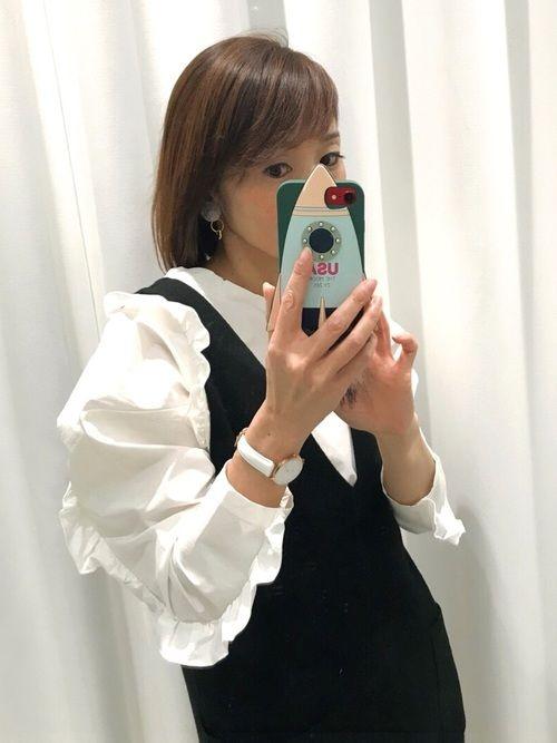 白ブラウス × 黒ワンピース😆💕💕 インにフリルブラウスを着ると華やかになります🙆🏻 こ