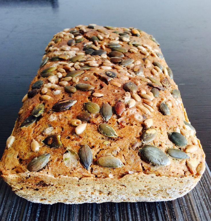 Stalno izmišljam nove kombinacije za hlebove jer mi stari brzo dosade. Ali jednom se stalno vraćam - običnom ražanom hlebu.