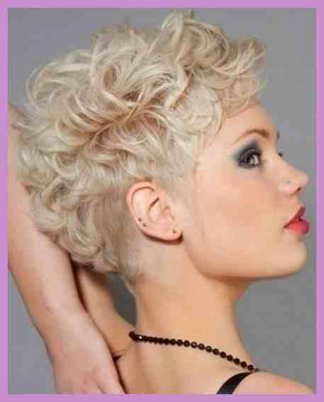 Lockige Haare kurz schneiden lassen? Sehr weiblich und sexy! Schau