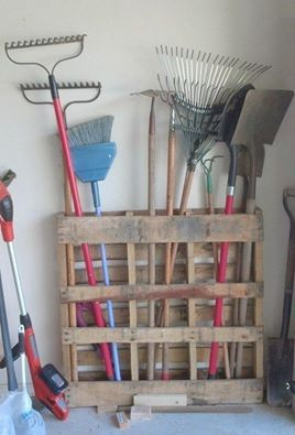 SIMPLE DIY GARAGE STORAGE IDEA. Secure a pallet to the wall and voila!  https://www.facebook.com/groups/HandyMoms/