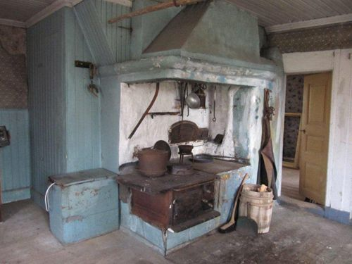 Kitchen in an old Swedish house where no one has lived for 50 years. Untouched.  Byggnadsvård | Mitt Universum