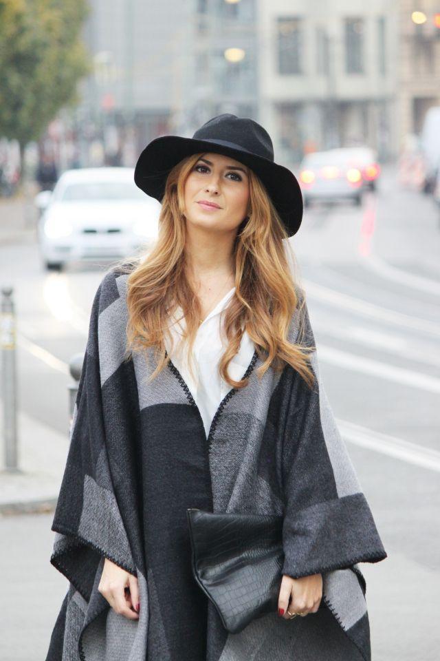 Look con capa. Look con Fedora. Look de otoño. A trendy life. #trendylook #boholook #autummlook #lookconcapa #fedora #hat #details #mango #americanapparel #elvestidordelamoda #romwe #pieces #mark&spencer #outfit #fashionblogger #atrendylife www.atrendylifestyle.com