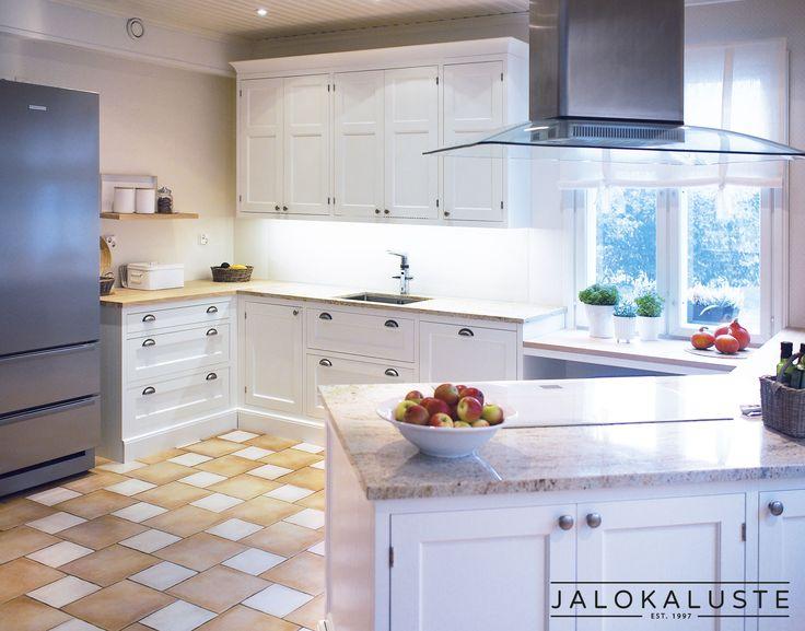 Jalokaluste toteuttaa perinteikkäät, aikaa kestävät vanhanajan keittiömallistot mittatilaustyönä.  Nykypäivän trendit kunnioittavat vanhaa ja kestävää. Ihmiset hakeutuvat juurilleen, myös sisustuksessa. www.jalokaluste.fi #habitare2016 #design #sisustus #messut #helsinki #messukeskus
