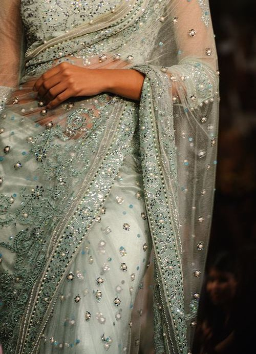 If I ever had the nerve to wear a sari, THIS would be the one! Beautiful.