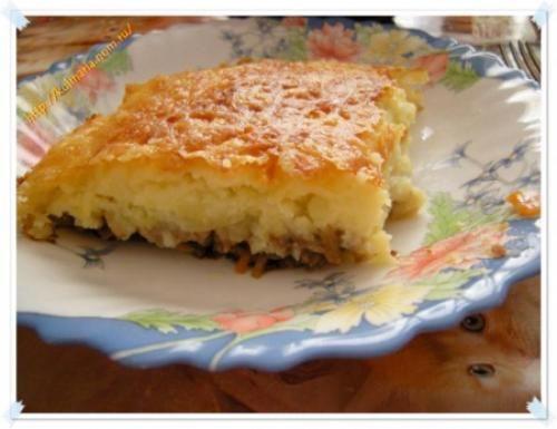 Пастуший пирог с фаршем, грибами и сыром.                        Для приготовления нам понадобятся следующие продукты:   — картофель — 4-5 средних клубней — грибы — около 400 гр  — фарш — около …
