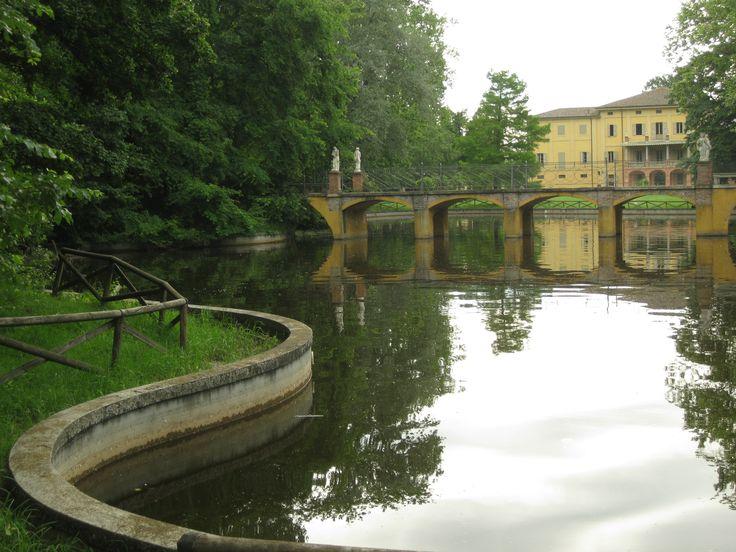 Villa Smeraldi, Museo della civiltà contadina - San Marino di Bentivoglio (BO) - Veduta della Villa dal laghetto.