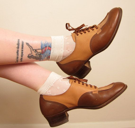 Vintage 1940s Shoes / 40s Oxfords / Brown Lace Up Shoes / Size 9 on Etsy, $70.00