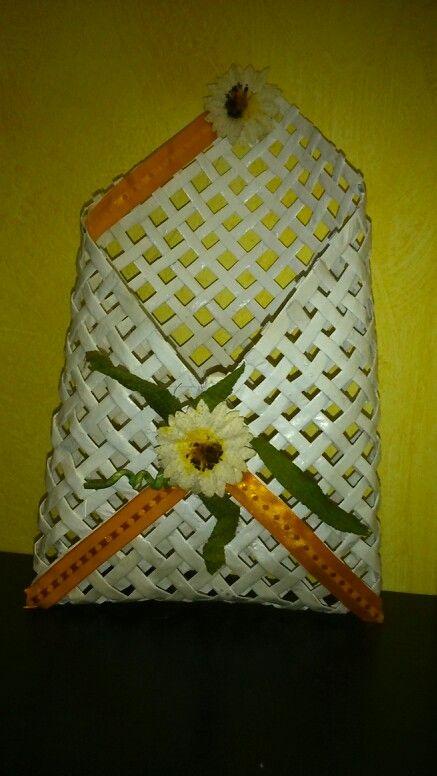 Busta realizzata con cannucce di carta