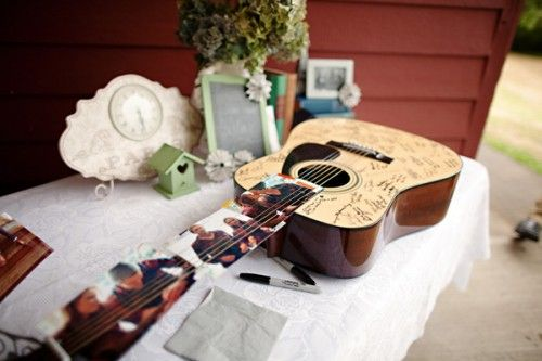 Music-themed wedding w/ navy dresses...love everything except the cake