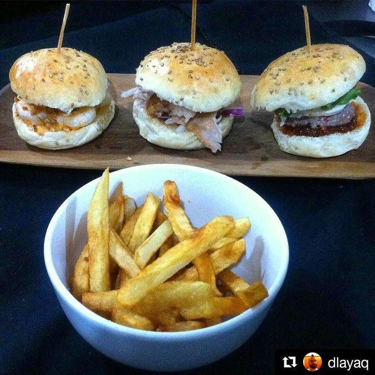 #Repost @dlayaq  Feliz de ser el autor de los panes para los nuevos SLIDERS POLO 3 mini burgers - Camarón con salsa de Chistorra y maní - Cerdo con Reducción de Cerveza y cebolla morada - Carne de res con Mermelada de ají queso de cabra y Rúgula!  Acompañadas con las mejores papas fritas!!!! En @polobistro  #sliders #burgers #miniburgers #layaboulanger #restaurant #sanantoniodelosaltos #polobistro