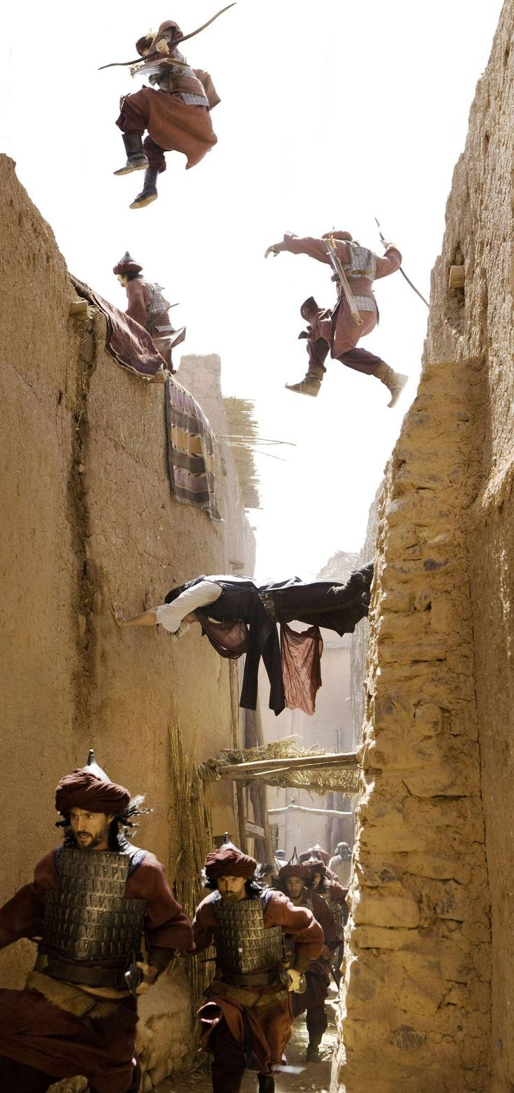 Still of Jake Gyllenhaal in Prince of Persia: The Sands of Time (2010) http://www.movpins.com/dHQwNDczMDc1/prince-of-persia:-the-sands-of-time-(2010)/still-3225586944