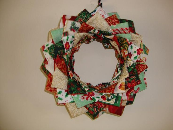 Patchwork Christmas WreathChristmas Wreaths, Quilt Inspiration, Craftsy Projects, Quilt Projects, Wreaths Projects, Crafts Projects, Quilting Projects, Patchwork Christmas, Quilt Pattern
