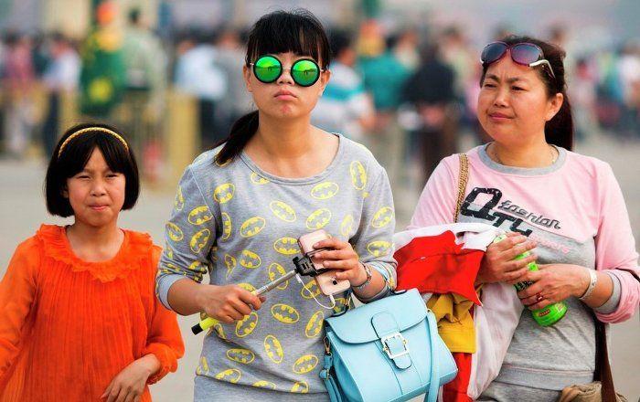 Sputnik Türkiye ///  Alışveriş yapmayan Çinli turistleri yol kenarında bırakıyorlar