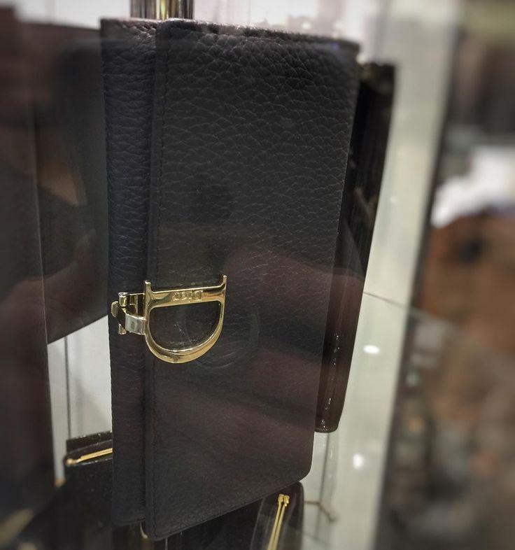 "��Кошелёчек от ""Dior"" �� • • • #sochi#adler#sochifornia#МодаСочи#Адлер#Сочи#fashion#shopping#одежда#сумки#кошельки#новаяколлекция#new#dior#стиль#мода2017 http://www.butimag.com/fashion/post/1470288173535141472_3500522288/?code=BRng03NBR5g"
