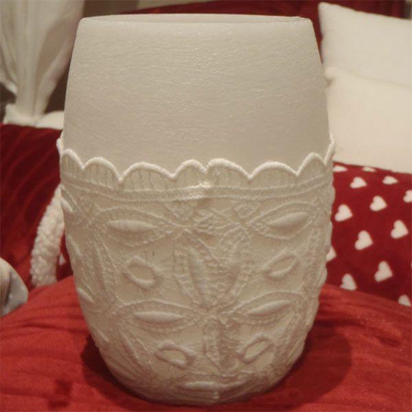 Lanterna ogiva di cera e pizzo macramè di Mael - Biancheria artigianale per la casa su DaWanda.com