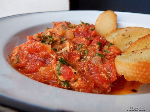 Tocănita de rosii cu ou.  Tomato egg stew.